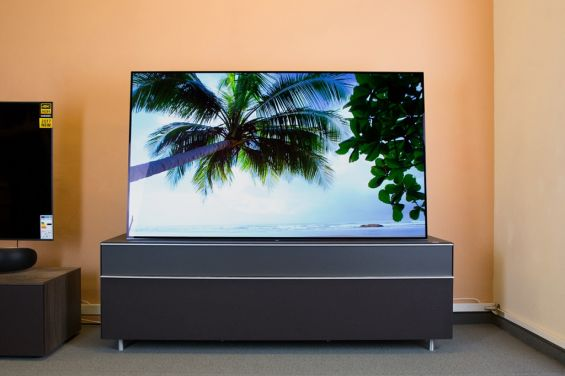 Sony A1 OLED TV 2017 на столе