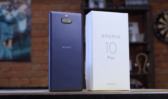 Sony Xperia 10 Plus и упаковка для него